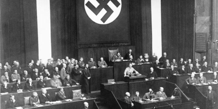Hitler pieni poteri 1933