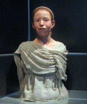 Ricostruzione del volto di una ragazza di 11 vittima della Peste di Atene e seppellita in una fossa comune